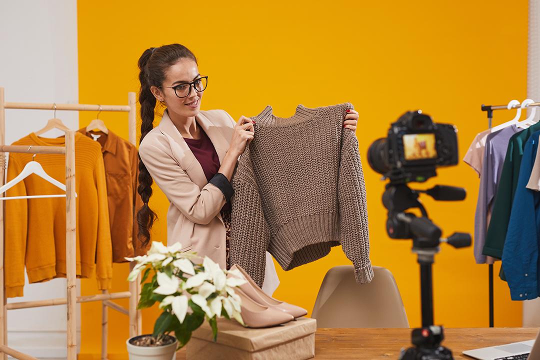 live shopping fashion ecommerce